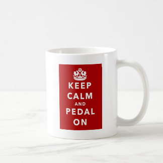Behalten Sie Ruhe und Pedal an Kaffeetasse