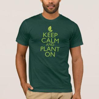Behalten Sie Ruhe und Pflanze an T-Shirt