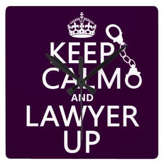Behalten Sie Ruhe und Rechtsanwalt oben Quadratische Wanduhr