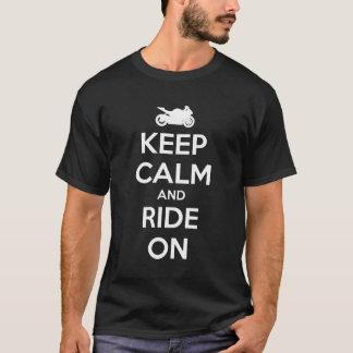 Behalten Sie Ruhe und reiten Sie an T-Shirt