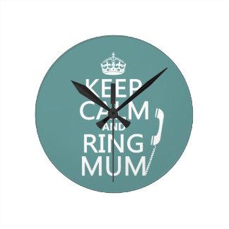 Behalten Sie Ruhe-und Ring-Mama - alle Farben Runde Wanduhr