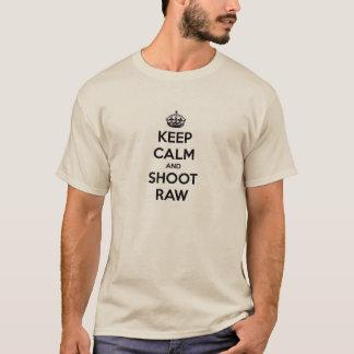 Behalten Sie Ruhe und schießen Sie rohes T-Shirt