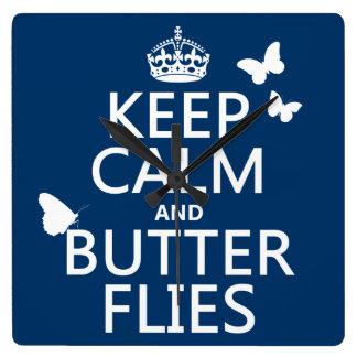 Behalten Sie Ruhe und Schmetterlinge (irgendeine Quadratische Wanduhr