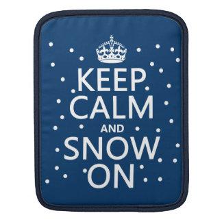 Behalten Sie Ruhe und Schnee an iPad Sleeve