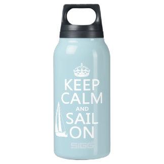 Behalten Sie Ruhe und Segel an - alle Farben Isolierte Flasche