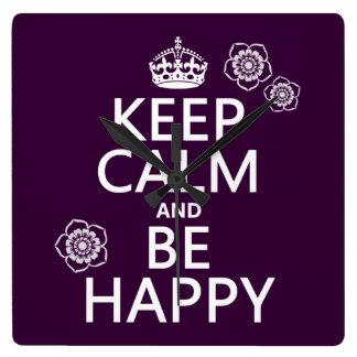 Behalten Sie Ruhe und seien Sie glücklich Quadratische Wanduhr
