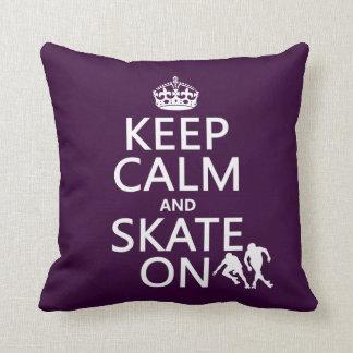 Behalten Sie Ruhe und Skate auf (Rollerskaters) Kissen