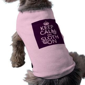 Behalten Sie Ruhe und Sloth an T-Shirt