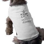 Behalten Sie Ruhe und Snuggle mit Ihrem Puggle Hau Ärmelfreies Hunde-Shirt