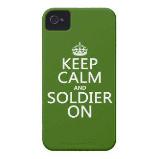 Behalten Sie Ruhe und Soldaten auf (irgendeine iPhone 4 Hülle