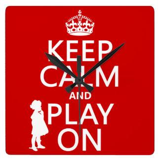 Behalten Sie Ruhe und Spiel an Quadratische Wanduhr