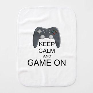 Behalten Sie Ruhe und Spiel AN Spucktuch