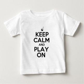 Behalten Sie Ruhe und Spiel auf Bagpipes Baby T-shirt