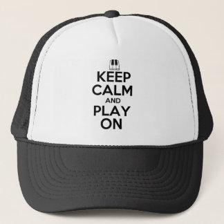 Behalten Sie Ruhe und Spiel auf Klavier Truckerkappe