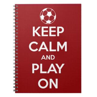 Behalten Sie Ruhe und Spiel auf Rot Notizblock