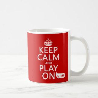 Behalten Sie Ruhe und Spiel auf (Tuba) (irgendeine Kaffeetasse