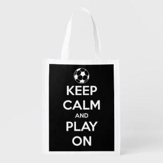 Behalten Sie Ruhe und Spiel auf Weiß auf schwarzem Wiederverwendbare Einkaufstasche