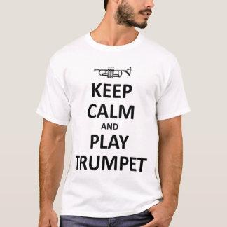 Behalten Sie Ruhe- und Spieltrompete T-Shirt