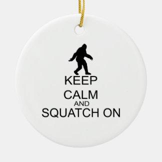 Behalten Sie Ruhe und Squatch an Keramik Ornament