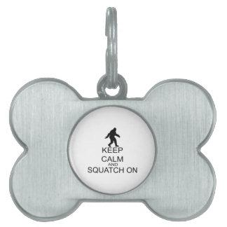 Behalten Sie Ruhe und Squatch an Tiermarke