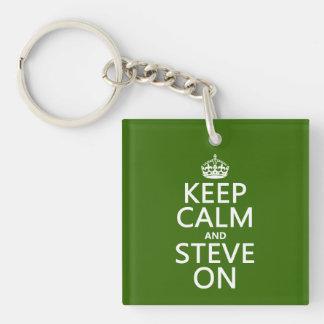 Behalten Sie Ruhe und Steve auf (irgendeine Farbe) Schlüsselanhänger