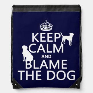 Behalten Sie Ruhe und tadeln Sie den Hund - alle Sportbeutel