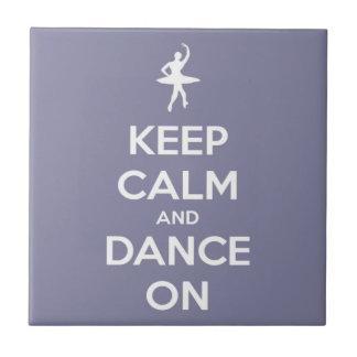Behalten Sie Ruhe und tanzen Sie auf Lavendel Fliese