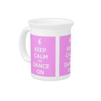 Behalten Sie Ruhe und tanzen Sie auf Rosa Krug
