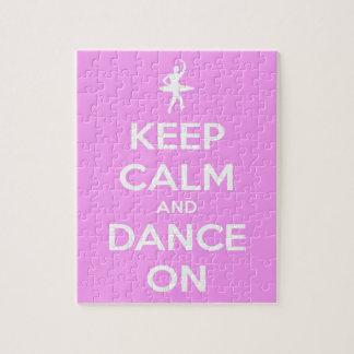 Behalten Sie Ruhe und tanzen Sie auf Rosa Puzzle
