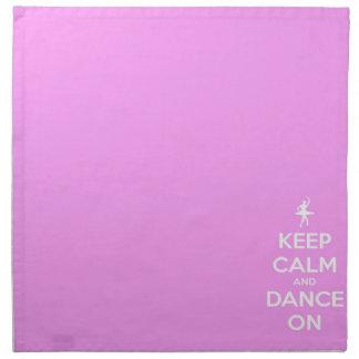 Behalten Sie Ruhe und tanzen Sie auf Rosa Stoffserviette