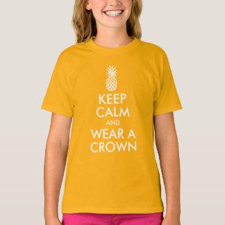 Behalten Sie Ruhe und tragen Sie eine Ananas-Krone T-Shirt