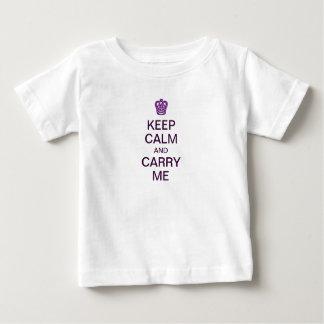 Behalten Sie Ruhe und tragen Sie mich Baby T-shirt