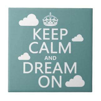 Behalten Sie Ruhe und Traum an (Wolken) - alle Fliese