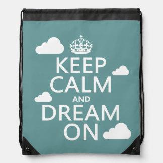 Behalten Sie Ruhe und Traum an (Wolken) - alle Sportbeutel