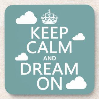 Behalten Sie Ruhe und Traum an (Wolken) - alle Untersetzer