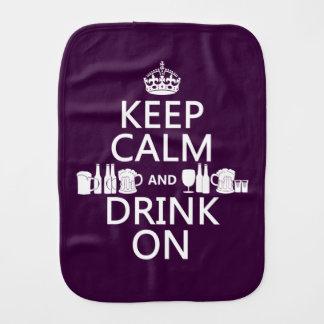 Behalten Sie Ruhe und trinken Sie auf (irische St. Baby Spucktuch