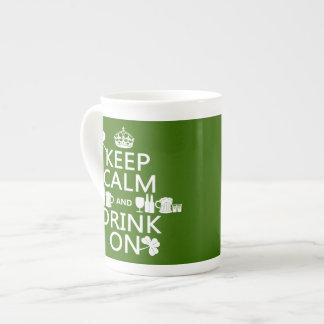 Behalten Sie Ruhe und trinken Sie auf (irische St. Porzellantasse
