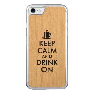 Behalten Sie Ruhe und trinken Sie auf Kaffee-Tee Carved iPhone 8/7 Hülle