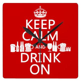 Behalten Sie Ruhe und trinken Sie auf Quadratische Wanduhr