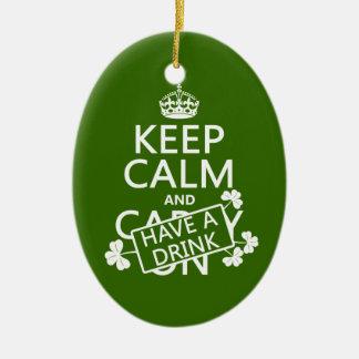 Behalten Sie Ruhe und trinken Sie etwas (irisch) Keramik Ornament