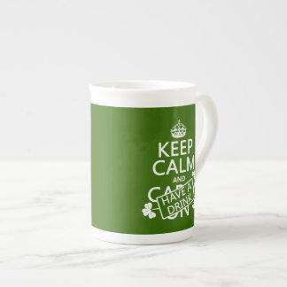 Behalten Sie Ruhe und trinken Sie etwas (irisch) Porzellantasse
