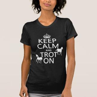 Behalten Sie Ruhe und Trot an - Pferde - alle T-Shirt