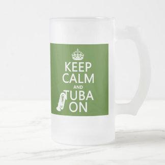 Behalten Sie Ruhe und Tuba auf (irgendeine Mattglas Bierglas