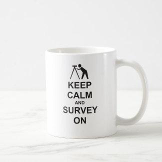 Behalten Sie Ruhe und überblicken Sie an Kaffeetasse