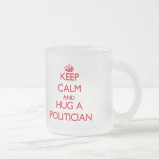 Behalten Sie Ruhe und umarmen Sie einen Politiker Teetassen