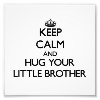 Behalten Sie Ruhe und umarmen Sie Ihren kleinen