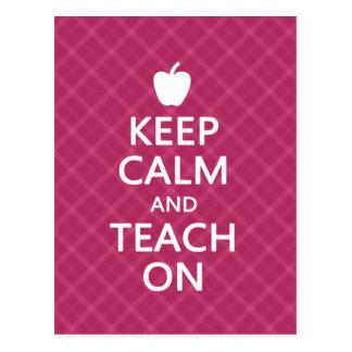Behalten Sie Ruhe und unterrichten Sie an, rosa Postkarten