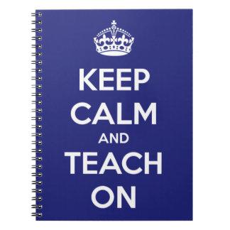 Behalten Sie Ruhe und unterrichten Sie auf Blau Notizbücher