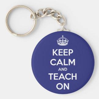 Behalten Sie Ruhe und unterrichten Sie auf Blau Schlüsselanhänger