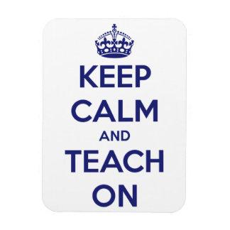 Behalten Sie Ruhe und unterrichten Sie auf blauem Magnet